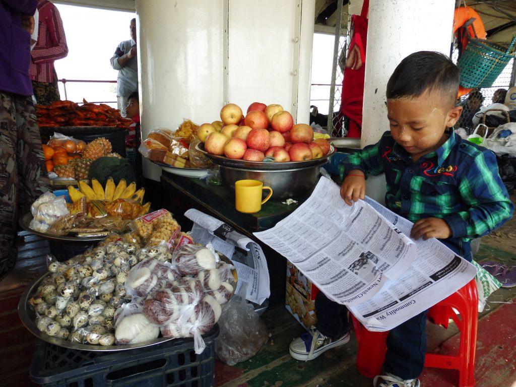 Myanmar. Boat Mandalay - Bagan